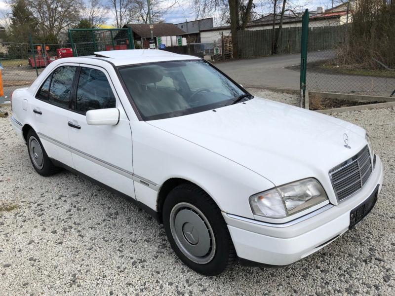 konfiskuotu automobiliu pardavimas